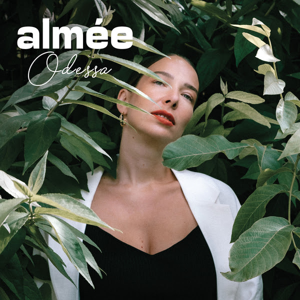 Almée séduit avec la Lyric Vidéo d'Odessa