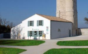 Visite de La Vieille Tour des Baleines Construite en 1682 par l'architecte AUGIER