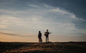 Morgane & Jeff dévoilent On The Train, leur nouveau single