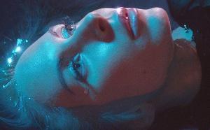 Nina Rossell en proie aux Idées Noires, son nouveau clip