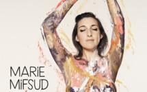 Marie Mifsud de retour avec l'album Récif et le clip Amusette